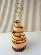 mini wedding cake in feltro