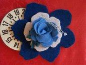 Disco orario fiore in feltro blu, fatto a mano