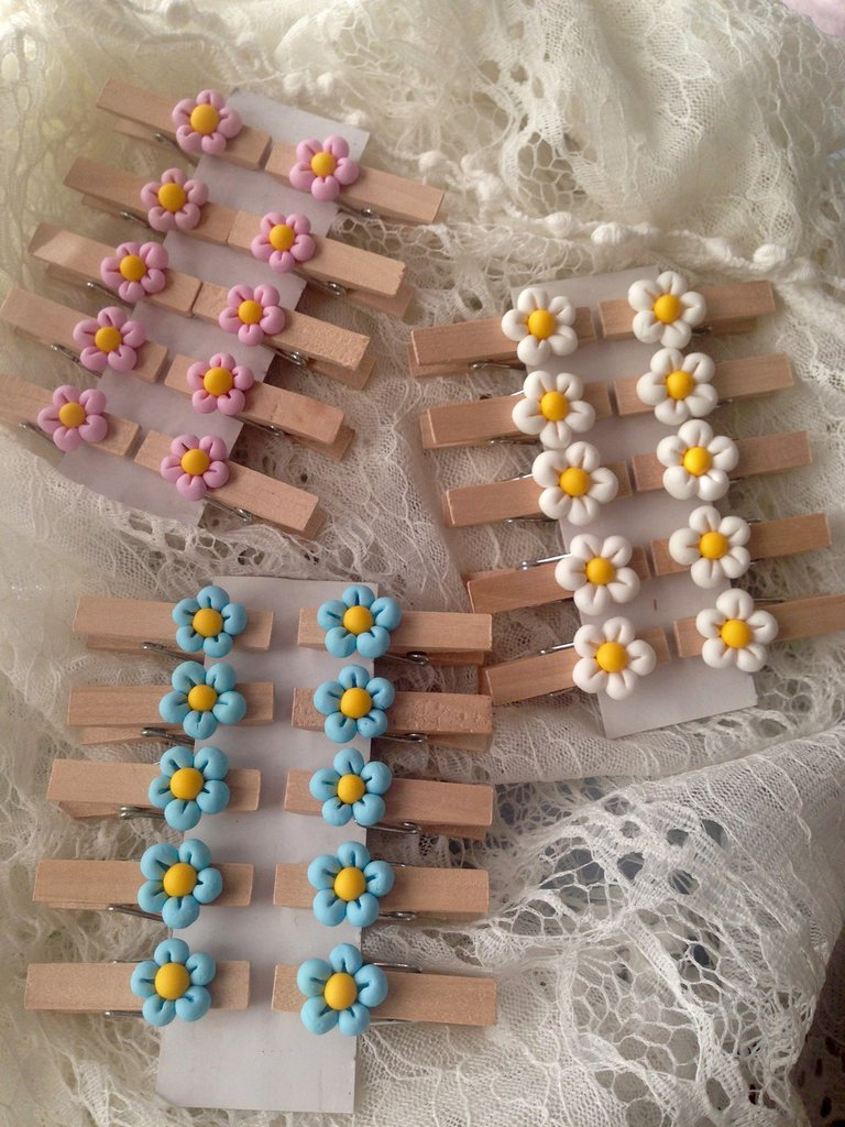 Mollette chiudipacco in legno con Fiore realizzato a mano in pasta FIMO