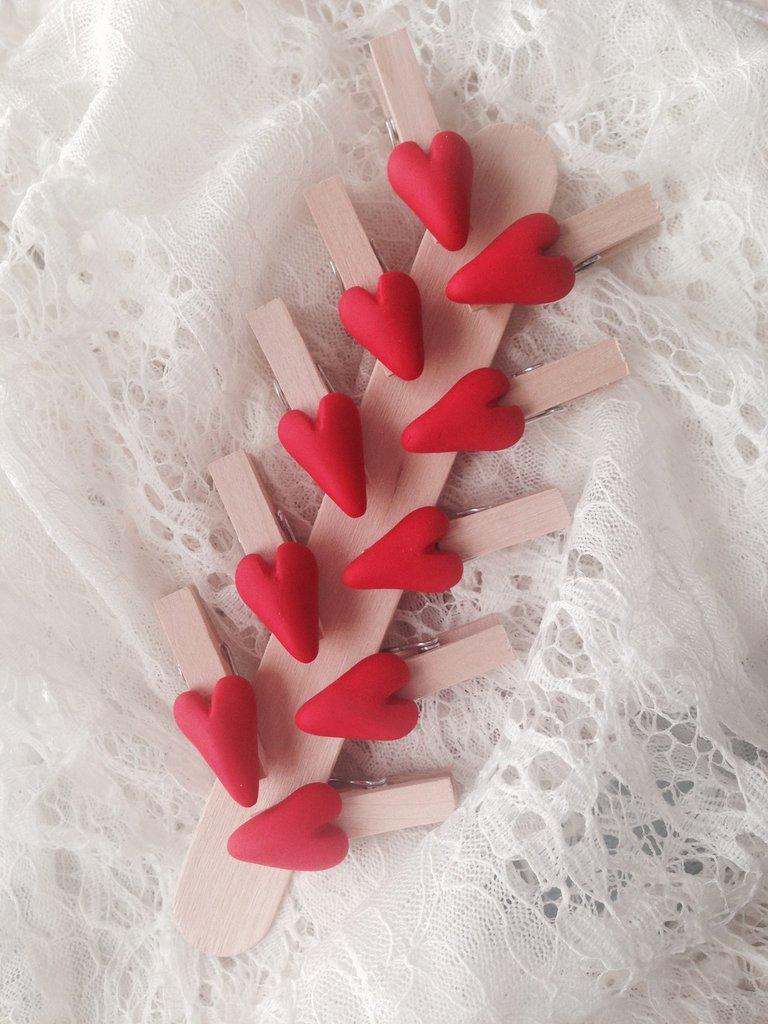 Mollette chiudipacco in legno con cuore realizzato a mano in pasta ...  su M...