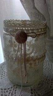 vaso di vetro portapenne decorato con pizzo e fiocchi