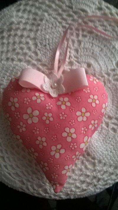 cuore rosa decorativo