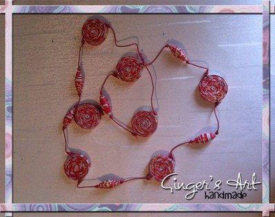 Collana con cordino di cotone e perle di carta riciclata