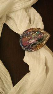 Gioiello per sciarpe a forma di goccia