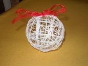 pallina natalizia artigianale lavorata  con filo di cotone