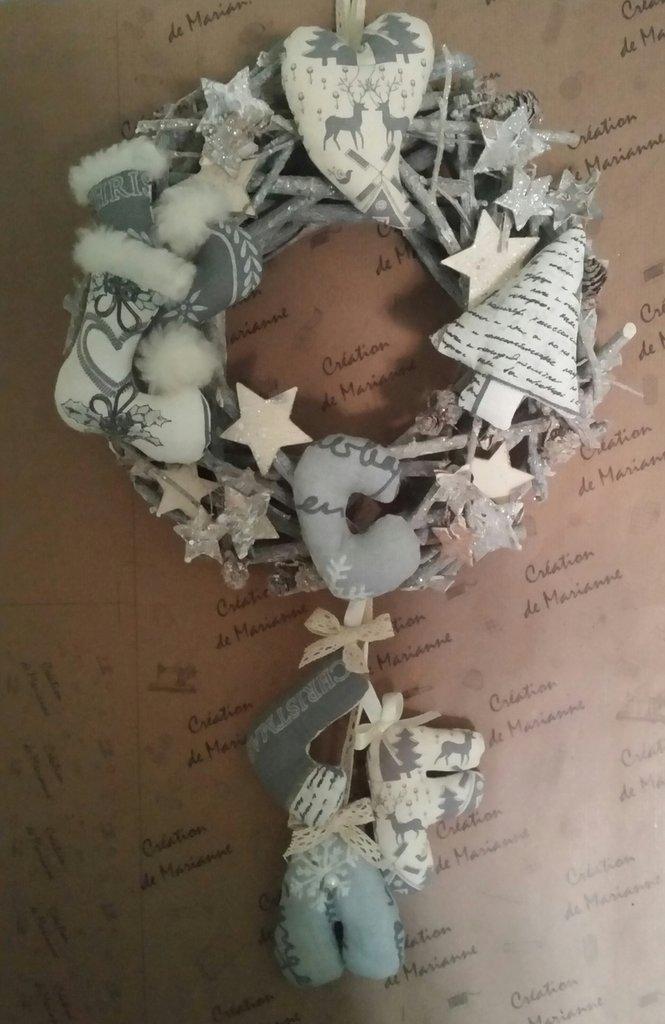 Ghirlanda natalizia con iniziali personalizzata