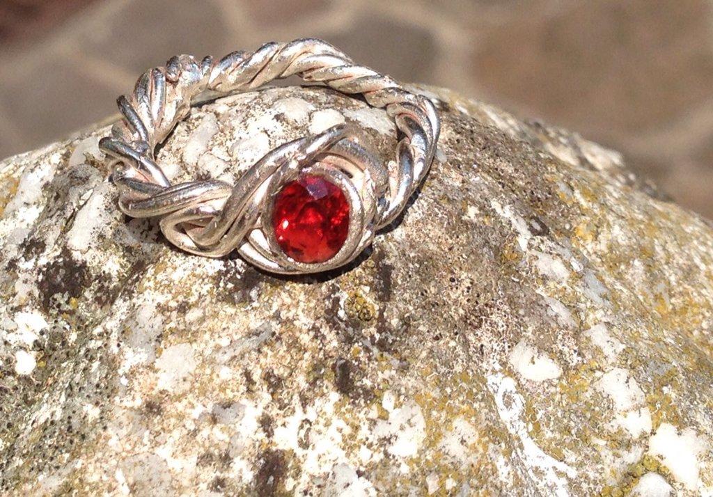 Anello in argento con granato