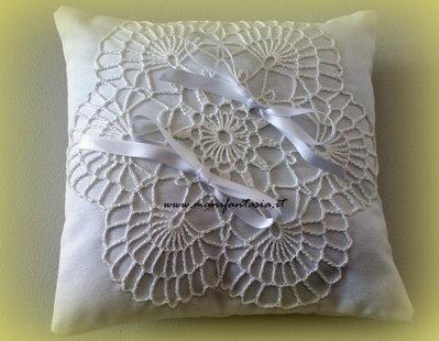 cuscino per le fedi nuziali bianco