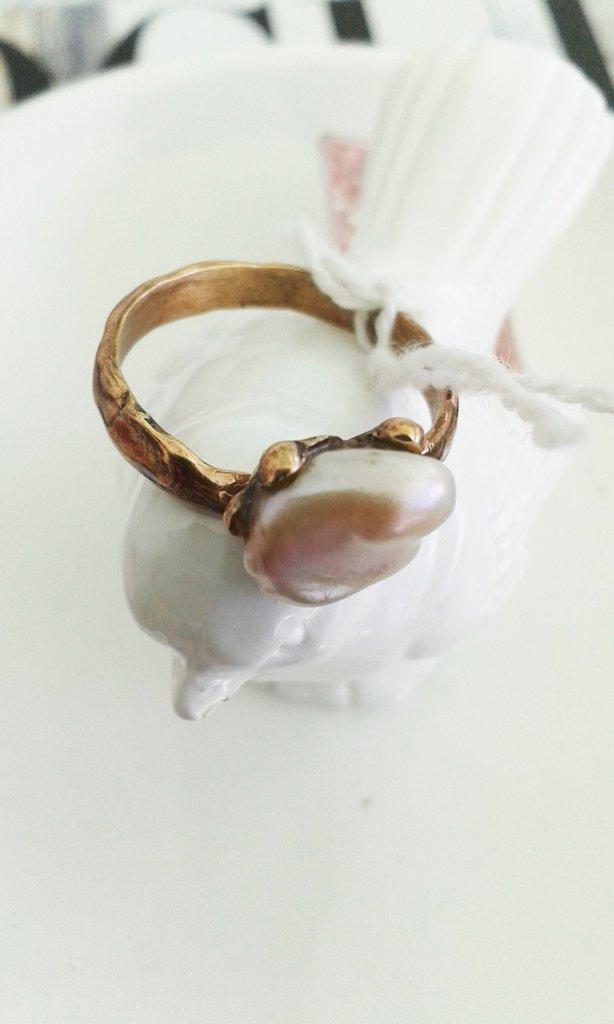 Anello con perla di fiume