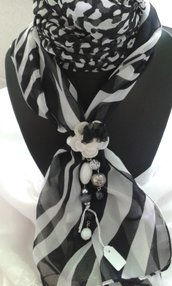 foulard gioiello bianco e nero