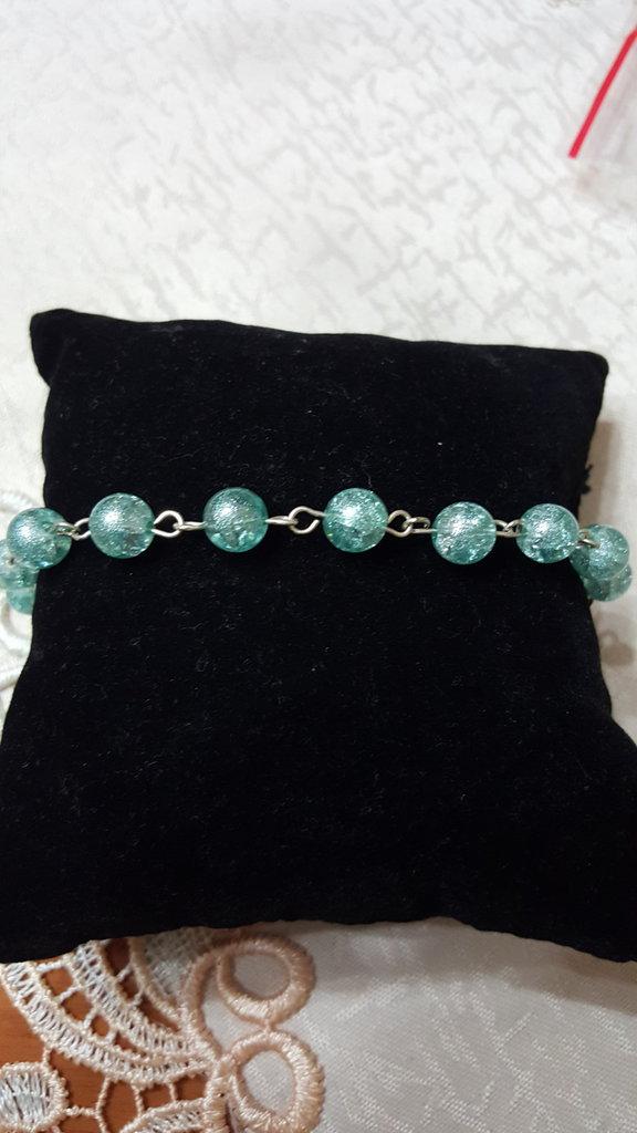 bracciale con perle azzurre in vetro