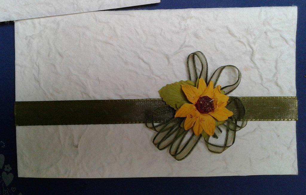 Partecipazione Matrimonio Girasoli : Partecipazione tema girasole fatta a mano in carta cotone