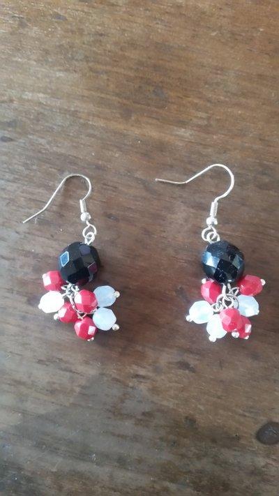 orecchini con pietra nera e svarowsky bianchi e rossi