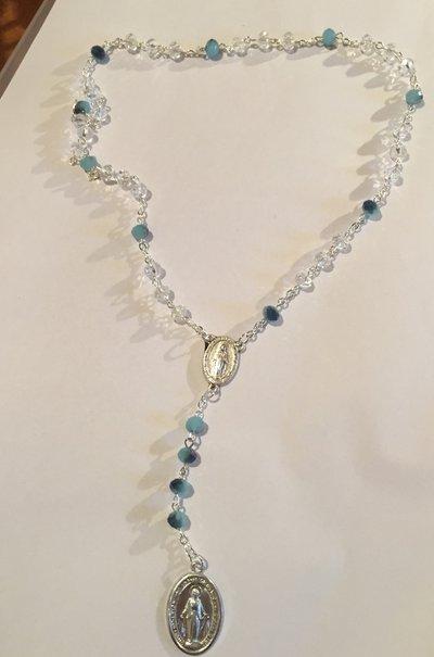 Rosario con perle Swarovski bianche e azzurre