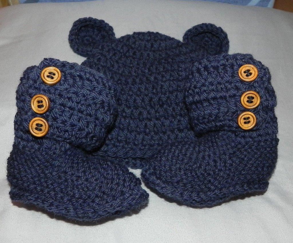 Scarpette e cappellino bebè