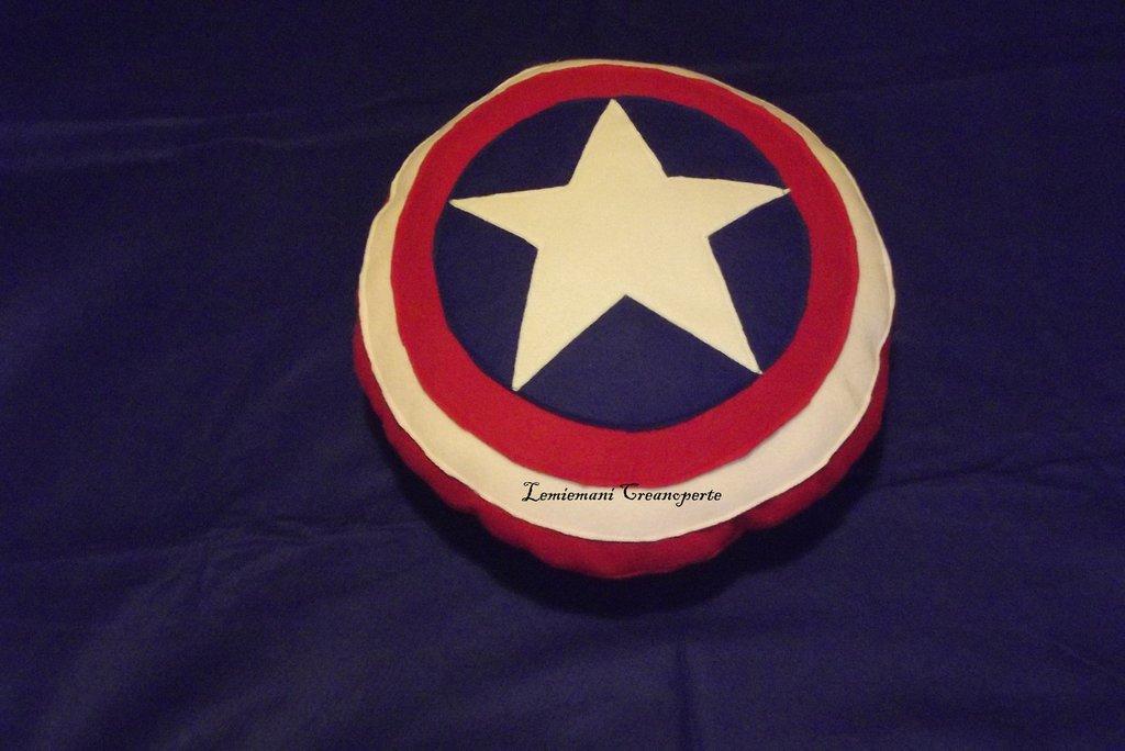 Cuscino Avengers Avenger Scudo Capitan America idea regalo guarda San Valentino