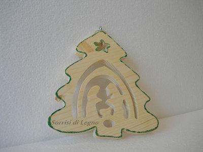 Pendel in legno albero di natale con traforo della Sacra Famiglia