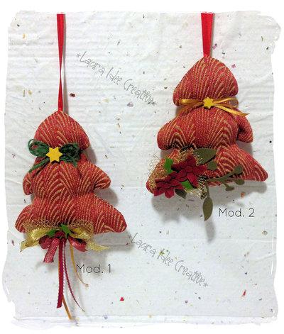 Alberelli di Natale rossi in tessuto tipo matelasse