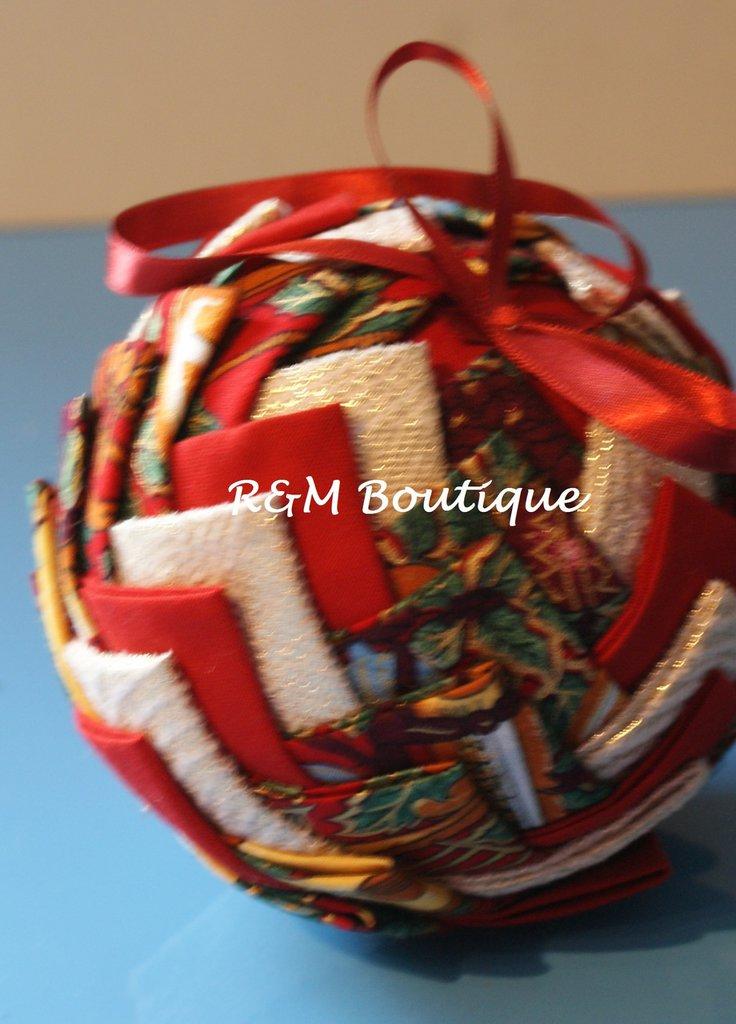 Pallina di natale di tessuto fatta a mano - modello grande - verde oro e rosso