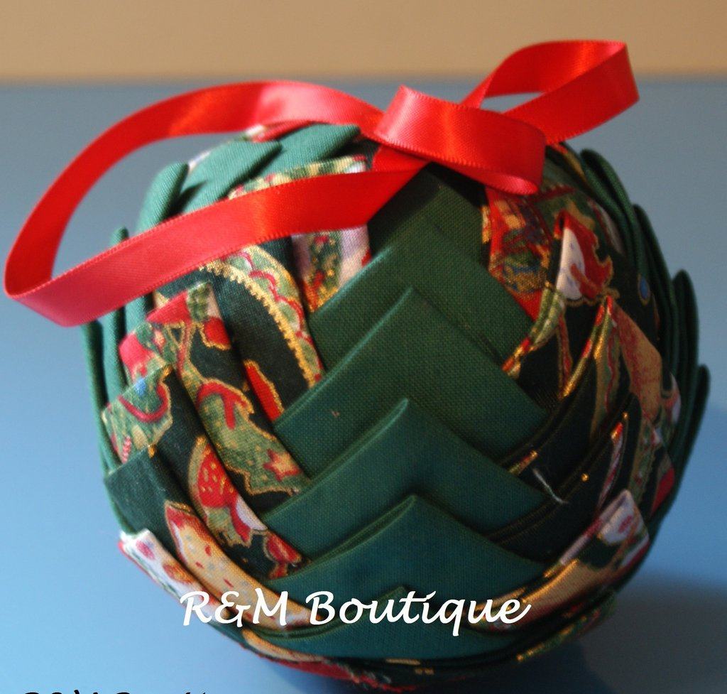 Pallina di natale di tessuto fatta a mano - modello grande - verde e rosso