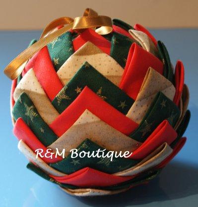 Pallina di natale di tessuto fatta a mano - modello jumbo - rosso oro e verde