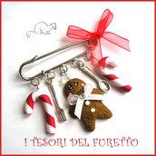 """Spilla Natale """" Gingerbread pan di zenzero e bastoncini di zucchero  """" in fimo cernit Accessori idea regalo Bambina ragazza borse cappotti"""