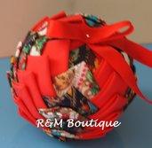 Pallina di natale di tessuto fatta a mano - modello medio - rossa e blu