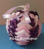 Pallina di natale di tessuto fatta a mano - modello medio - rosa, viola e bianco