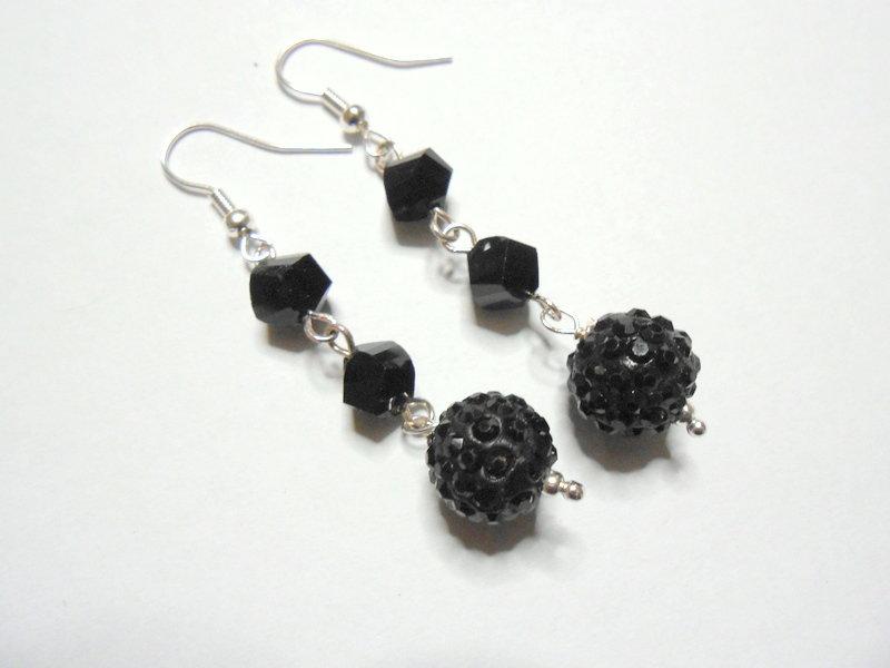 Orecchini pendenti con  cristalli neri e sfera di strass, idea regalo.