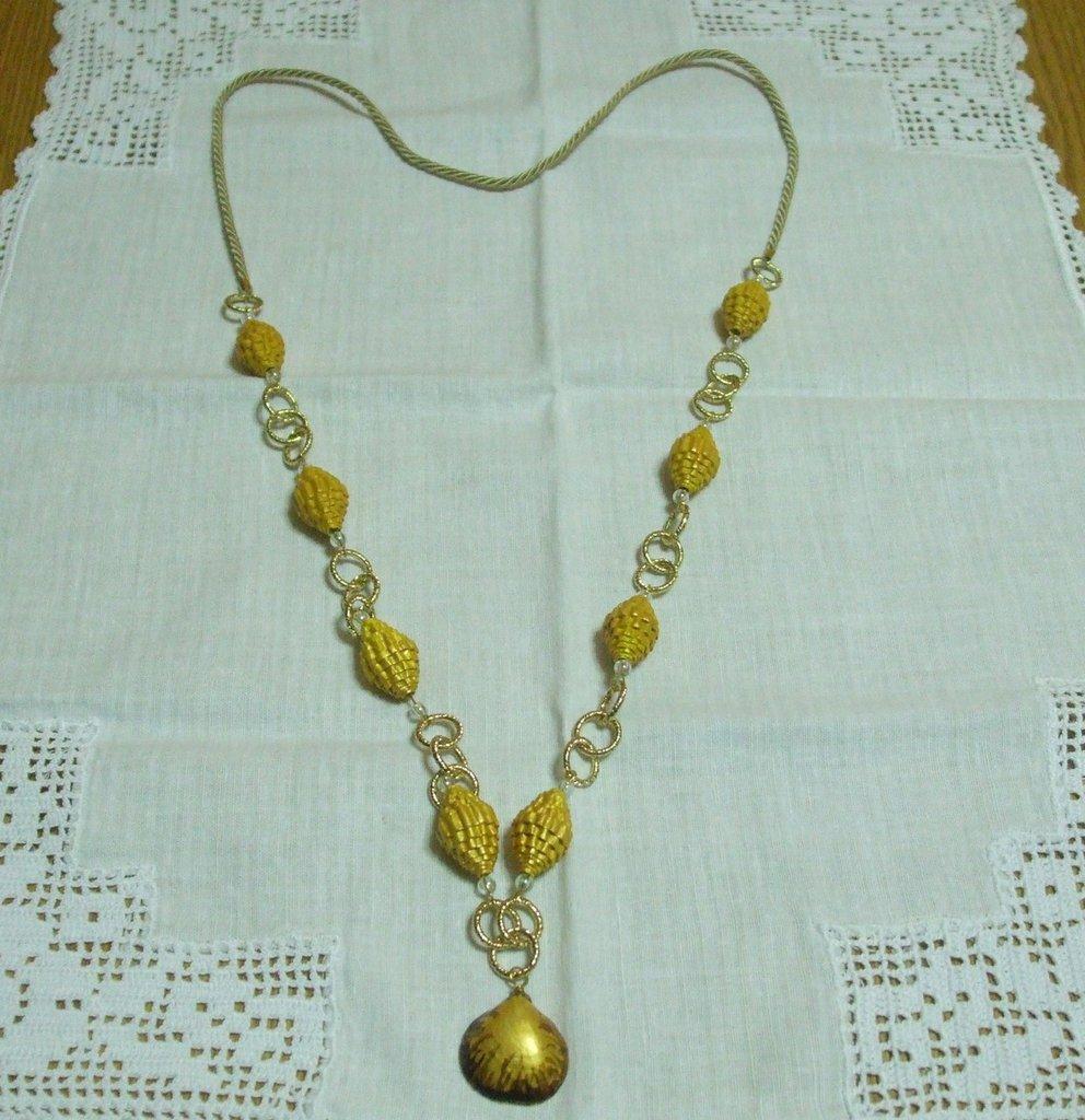 collana di perle carta oro