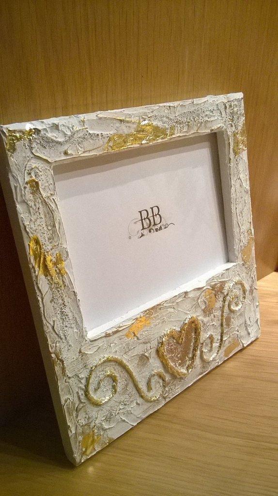 Cornice porta foto in legno decorata per la casa e per for Cornice foto legno