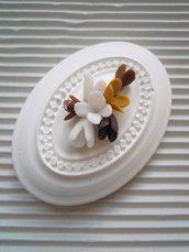 ovale anticato in gesso con decori in fimo