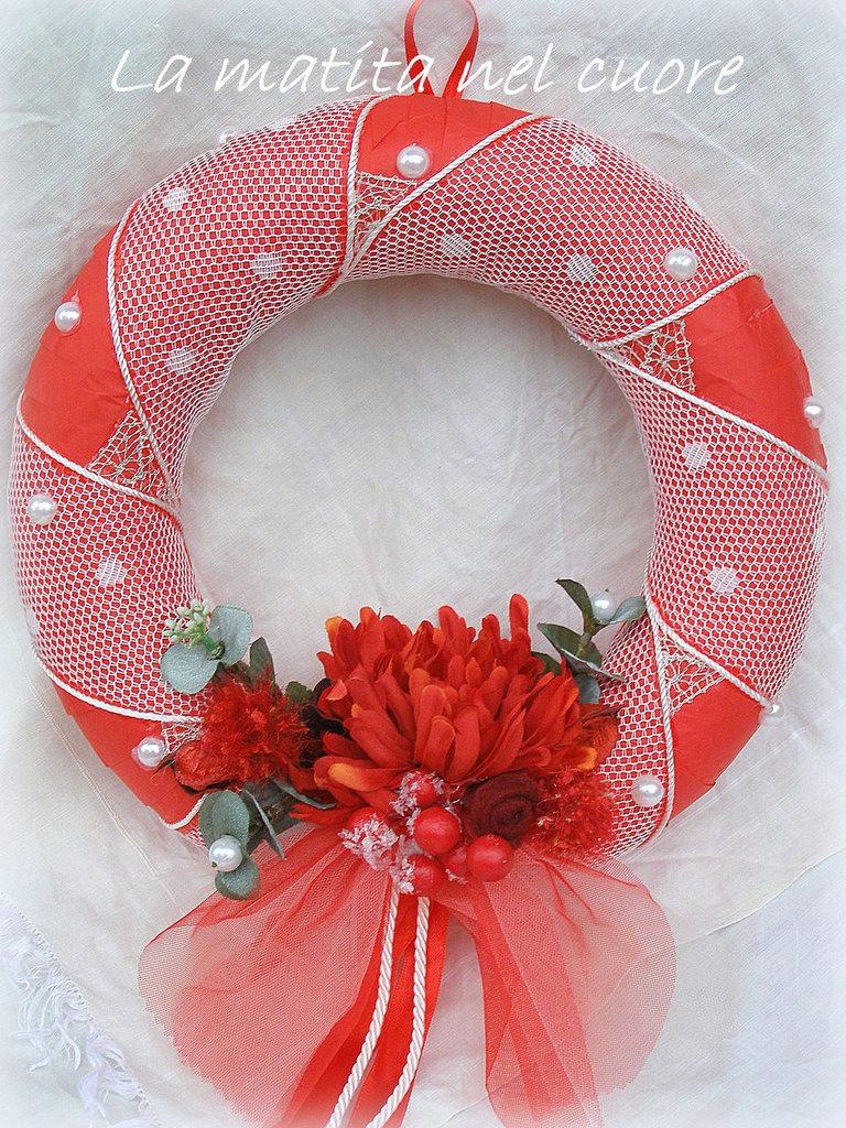 Ghirlanda di Natale in rosso con fiori bacche eucalipto perle potpourri pizzo tulle e pannolenci