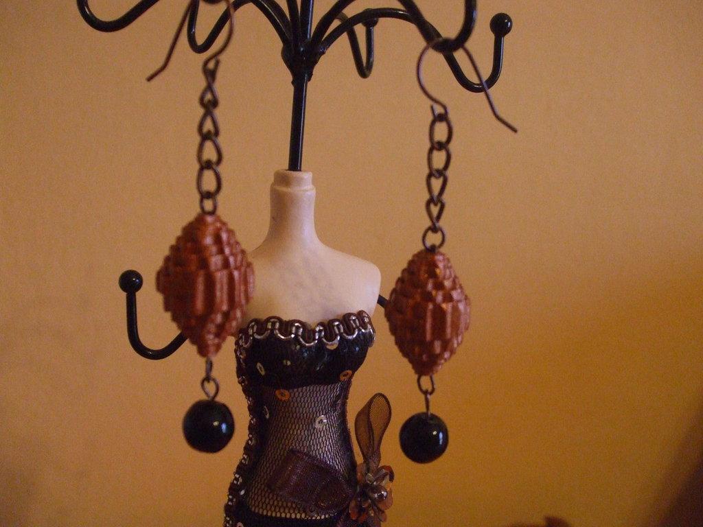 orecchini con perle di carta