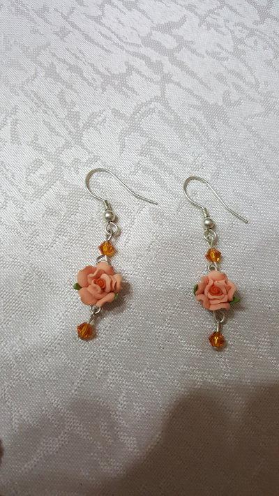 orecchini con fiore in resina e swarovski topaz