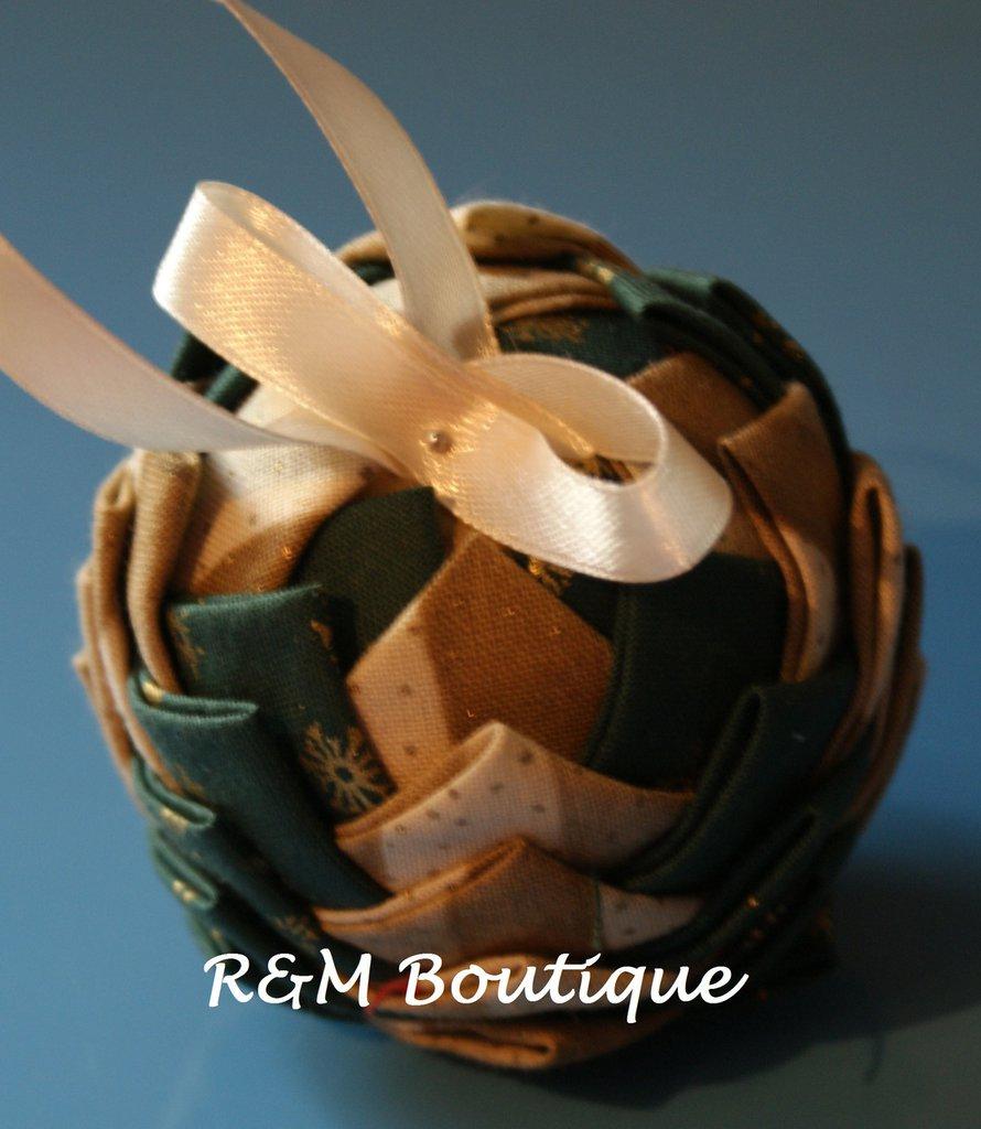 Pallina di natale di tessuto fatta a mano - modello piccolo - verde e oro