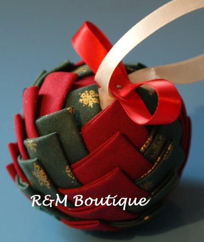 Pallina di natale di tessuto fatta a mano - modello piccolo - verde e rosso
