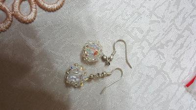 orecchini pendenti corti con swarovski aurora boreale e perline in vetro