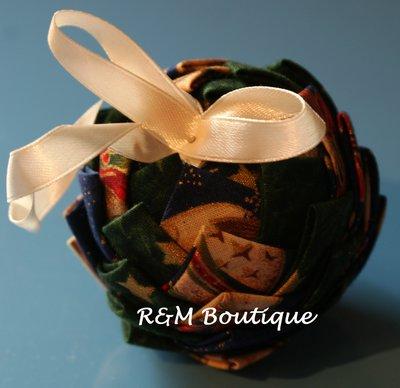 Pallina di natale di tessuto fatta a mano - modello piccolo - verde e blu