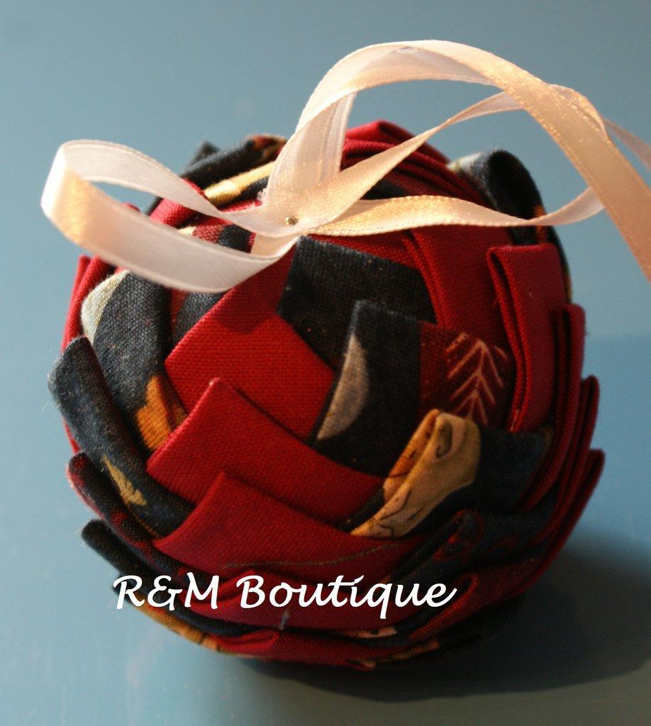 Pallina di natale di tessuto fatta a mano - modello piccolo - rosso e blu