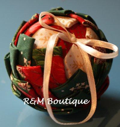 Pallina di natale di tessuto fatta a mano - modello piccolo - rosso e verde