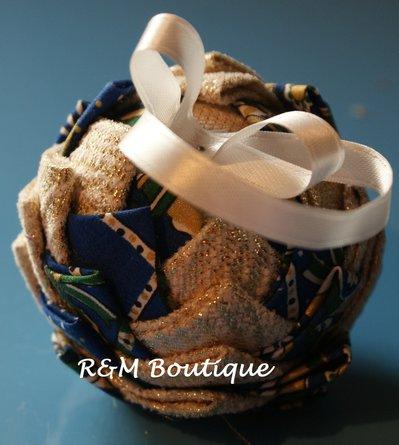 Pallina di natale di tessuto fatta a mano - modello piccolo - blu e oro