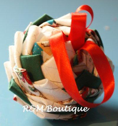 Pallina di natale di tessuto fatta a mano - modello piccolo - bianco e verde