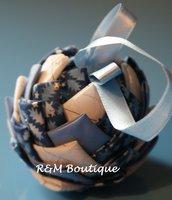 Pallina di natale di tessuto fatta a mano - modello piccolo - blu, azzurro e bianco
