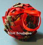 Pallina di natale di tessuto fatta a mano - modello piccolo - verde e rossa