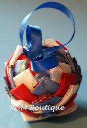 Pallina di natale di tessuto fatta a mano - modello piccolo - giallo, rosso e azzurro