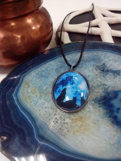 Cabochon lupi e luna blu