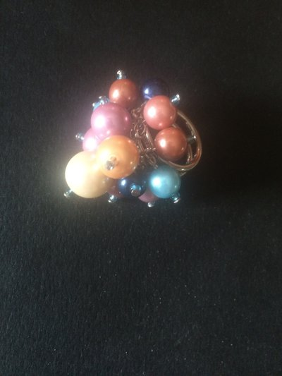 Anello di perle su base metallica