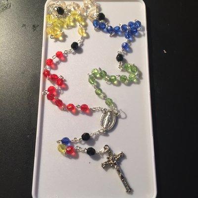 Rosario con perline colori della pace