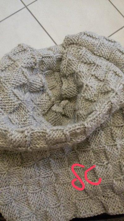 Scaldacollo in lana merino lavorato ai ferri